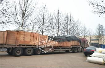 为客户定制的发动机已经到货,华全玉柴发电机组加紧生产
